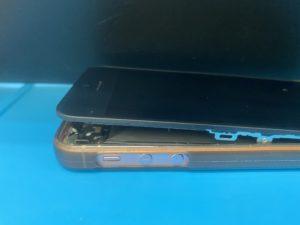 iPhoneバッテリー膨張